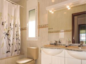 Three-Bedroom Holiday Home in Miami Playa, Holiday homes  Miami Platja - big - 15