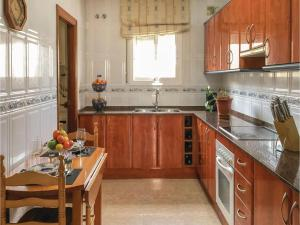 Four-Bedroom Holiday Home in Calafell, Ferienhäuser  Calafell - big - 19