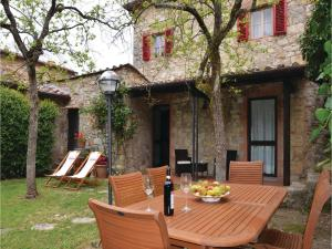 Three-Bedroom Holiday home with a Fireplace in Gaiole in Chianti SI, Dovolenkové domy  San Sano - big - 16