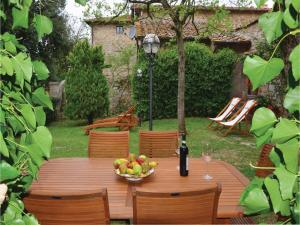Three-Bedroom Holiday home with a Fireplace in Gaiole in Chianti SI, Dovolenkové domy  San Sano - big - 15