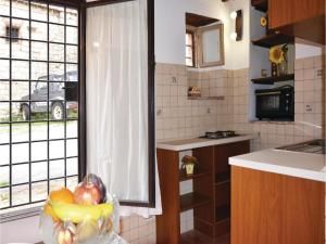 Three-Bedroom Holiday home with a Fireplace in Gaiole in Chianti SI, Dovolenkové domy  San Sano - big - 11