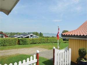 Three-Bedroom Holiday Home in Bjert, Nyaralók  Sønder Bjert - big - 16