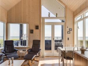 Two-Bedroom Holiday Home in Bjert, Дома для отпуска  Sønder Bjert - big - 6