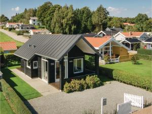 Two-Bedroom Holiday Home in Bjert, Dovolenkové domy  Sønder Bjert - big - 5