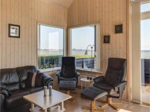 Two-Bedroom Holiday Home in Bjert, Dovolenkové domy  Sønder Bjert - big - 3