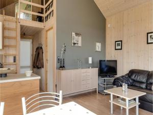 Two-Bedroom Holiday Home in Bjert, Dovolenkové domy  Sønder Bjert - big - 8