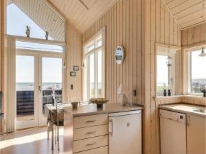 Two-Bedroom Holiday Home in Bjert, Nyaralók  Sønder Bjert - big - 15