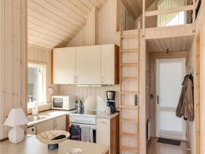 Two-Bedroom Holiday Home in Bjert, Holiday homes  Sønder Bjert - big - 14