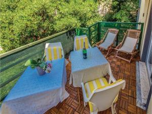 Two-Bedroom Apartment in Crikvenica, Apartmanok  Crikvenica - big - 1