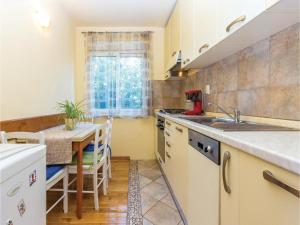 Two-Bedroom Apartment in Crikvenica, Apartmanok  Crikvenica - big - 21