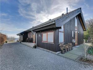 Three-Bedroom Holiday home Bjert with Sea View 08, Holiday homes  Sønder Bjert - big - 3