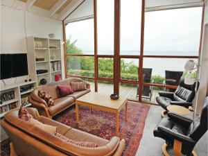 Three-Bedroom Holiday home Bjert with Sea View 08, Case vacanze  Sønder Bjert - big - 21