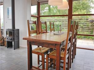 Three-Bedroom Holiday home Bjert with Sea View 08, Holiday homes  Sønder Bjert - big - 2