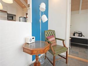 Three-Bedroom Holiday home Bjert with Sea View 08, Holiday homes  Sønder Bjert - big - 8