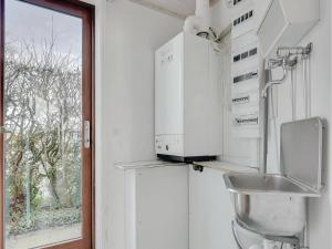 Three-Bedroom Holiday home Bjert with Sea View 08, Holiday homes  Sønder Bjert - big - 7
