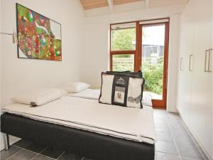 Three-Bedroom Holiday home Bjert with Sea View 08, Holiday homes  Sønder Bjert - big - 9
