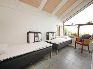 Three-Bedroom Holiday home Bjert with Sea View 08, Holiday homes  Sønder Bjert - big - 11