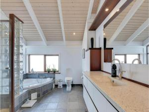 Three-Bedroom Holiday home Bjert with Sea View 08, Holiday homes  Sønder Bjert - big - 12