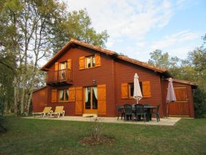 Location gîte, chambres d'hotes Chalet Souillac Golf & Country Club Deluxe II dans le département Lot 46