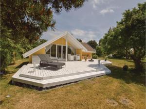 Three-Bedroom Holiday Home in Skalskor - Boeslunde