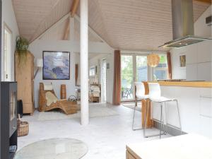 Two-Bedroom Holiday home with a Fireplace in Sjællands Odde