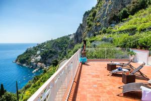Villa Serena with Sea View - AbcAlberghi.com