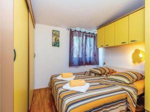 Holiday Apartment Novi Vinodolski 04, Apartmanok  Novi Vinodolski - big - 2