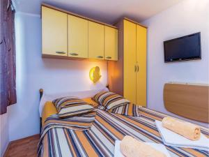 Holiday Apartment Novi Vinodolski 04, Apartmanok  Novi Vinodolski - big - 4