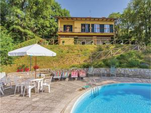 obrázek - Four-Bedroom Holiday home Tuoro sul Trasimeno PG with Lake View 02