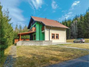 Six-Bedroom Holiday Home in Mlynky - Hotel