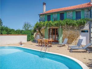 Holiday home StSimon de Pellouaill with Outdoor Swimming Pool 376