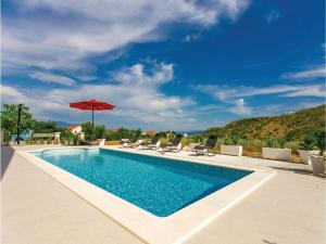 Three-Bedroom Holiday Home in Plano - Divulje