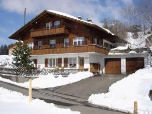 Chalet Sunneschyn, Apartmány  Schwanden - big - 20