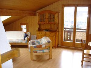 Chalet Sunneschyn, Апартаменты  Schwanden - big - 11