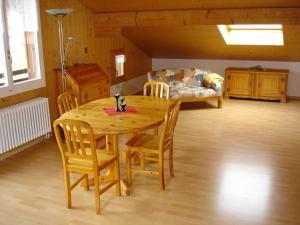 Chalet Sunneschyn, Apartmány  Schwanden - big - 3