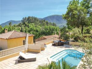 Three-Bedroom Holiday Home in Meounes Les Montrieux, Holiday homes  Méounes-lès-Montrieux - big - 1