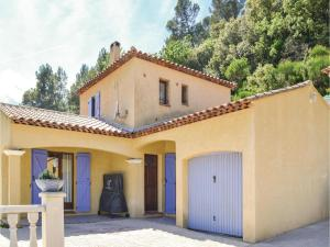 Three-Bedroom Holiday Home in Meounes Les Montrieux, Holiday homes  Méounes-lès-Montrieux - big - 4