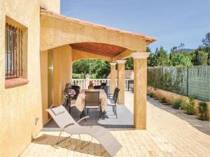 Three-Bedroom Holiday Home in Meounes Les Montrieux, Holiday homes  Méounes-lès-Montrieux - big - 25
