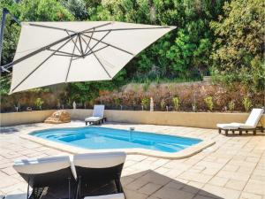 Three-Bedroom Holiday Home in Meounes Les Montrieux, Holiday homes  Méounes-lès-Montrieux - big - 24