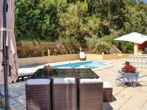 Three-Bedroom Holiday Home in Meounes Les Montrieux, Holiday homes  Méounes-lès-Montrieux - big - 23