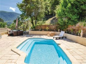 Three-Bedroom Holiday Home in Meounes Les Montrieux, Holiday homes  Méounes-lès-Montrieux - big - 20