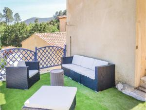 Three-Bedroom Holiday Home in Meounes Les Montrieux, Holiday homes  Méounes-lès-Montrieux - big - 18