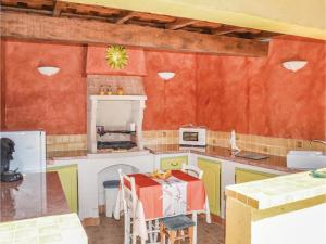 Three-Bedroom Holiday Home in Meounes Les Montrieux, Holiday homes  Méounes-lès-Montrieux - big - 28