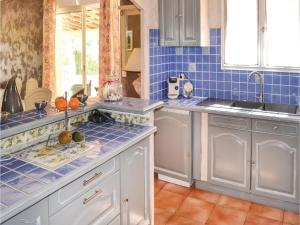 Three-Bedroom Holiday Home in Meounes Les Montrieux, Holiday homes  Méounes-lès-Montrieux - big - 26
