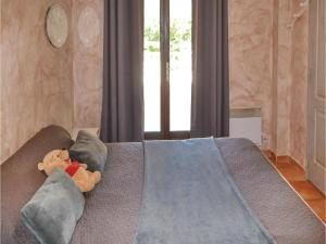 Three-Bedroom Holiday Home in Meounes Les Montrieux, Holiday homes  Méounes-lès-Montrieux - big - 11