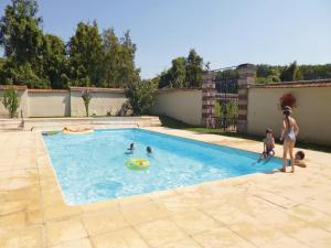 Four-Bedroom Apartment in Ocquerre, Ferienwohnungen  Ocquerre - big - 16
