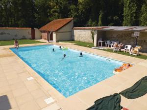 Four-Bedroom Apartment in Ocquerre, Ferienwohnungen  Ocquerre - big - 19