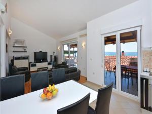 Apartment Podstrana with Sea View VI, Apartmány  Podstrana - big - 17