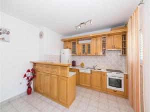 Three-Bedroom Apartment in Kastel Novi, Ferienwohnungen  Kaštela - big - 21