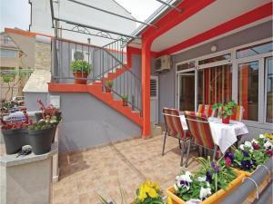 obrázek - Three-Bedroom Apartment in Makarska